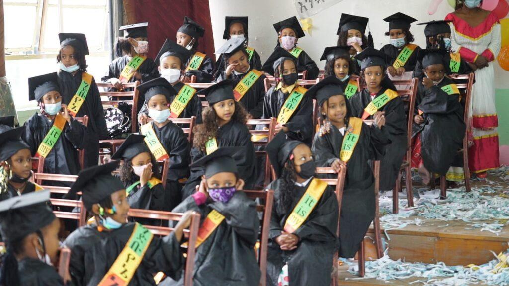 (St. Mary Catholic School - Festa delle allieve per il passaggio dalla scuola dell'infanzia alla scuola elementare)